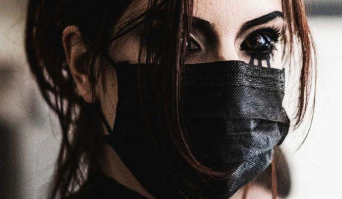 Pamiętacie Aleksandrę, która zainspirowana Popkiem wytatuowała sobie gałki oczne? W sieci ruszyła zbiórka na jej leczenie