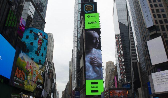 Pierwsza polska artystka z billboardem na Times Square