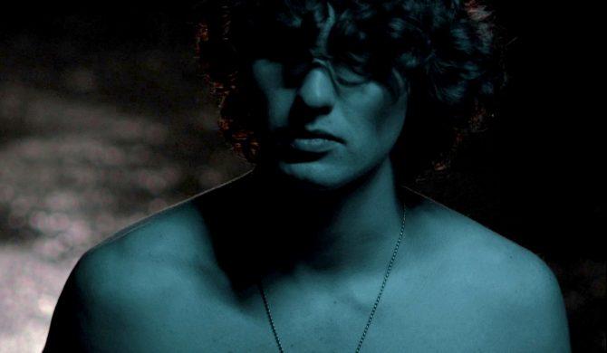 Miętha publikuje niespodziewany singiel, ale kolejny raz przesuwa datę premiery
