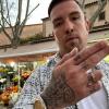 Sentino wyciąga pistolet podczas live'a i zaprasza TPS do Malagi