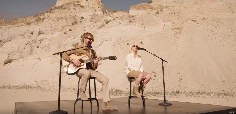 Billie Eilish z akustycznym występem na pustyni