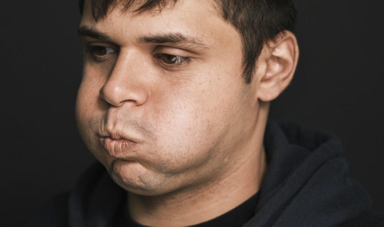 Epka Belmondziaka znika z serwisów streamingowych. Asfalt komentuje