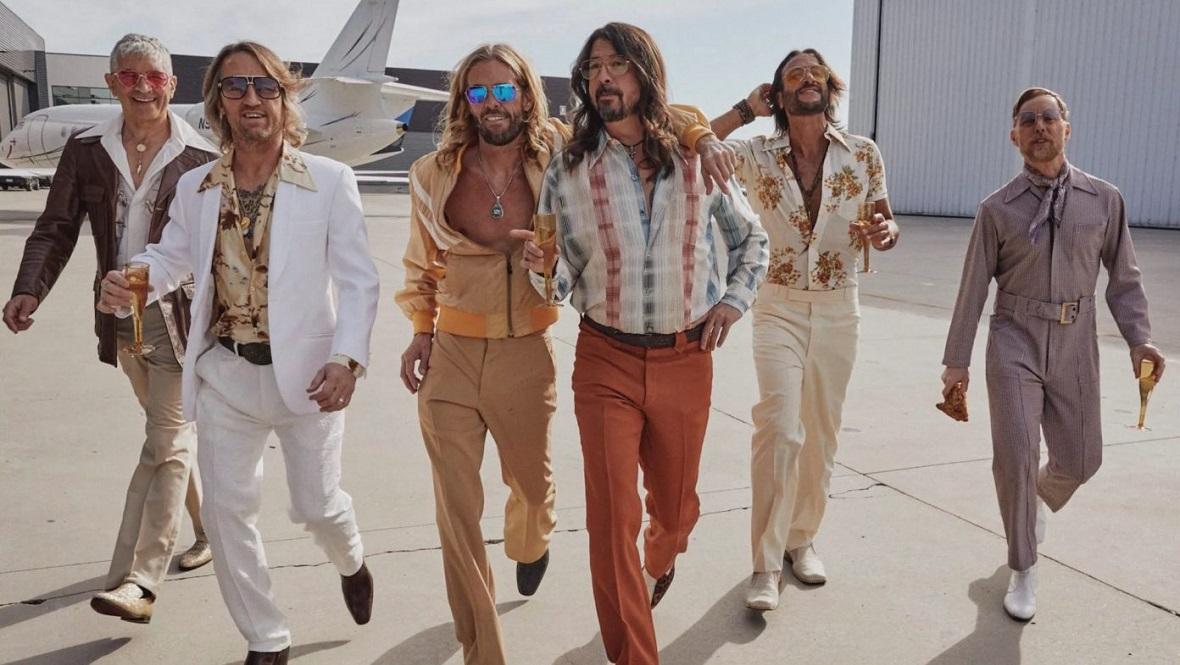 Foo Fighters jako Dee Gees - pierwszy singiel zapowiadający nowe  wydawnictwo - CGM.pl