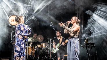 Ania Karwan i Alicja Szemplińska na zdjęciach ze wspólnego koncertu