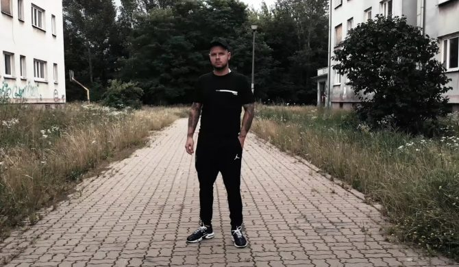 """""""Włóczęga"""" – Kaz Bałagane i jego gość w nowym singlu"""