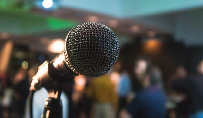 """Chińczycy szykują """"czarną listę"""" piosenek karaoke"""