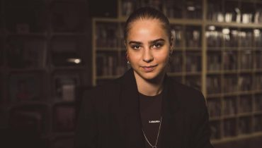 """Julia Pośnik: """"Chciałabym przeżyć upadek ego"""""""