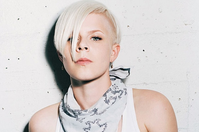 "Teledysk: Robyn – ""Dancing On My Own"""