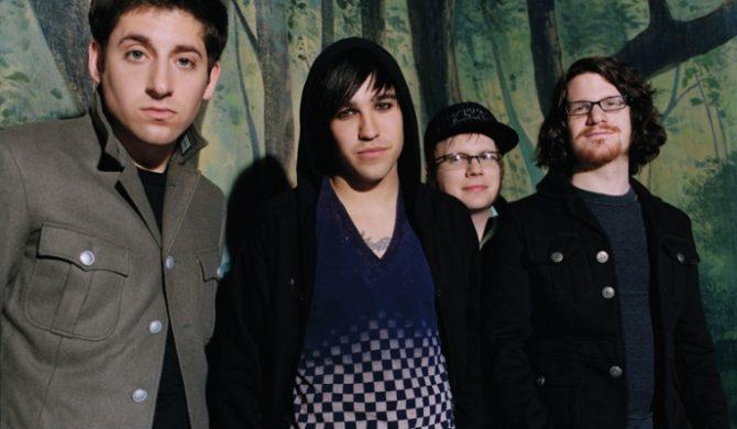 Wokalista Fall Out Boy solo