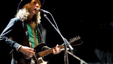 Beck nagrywa z przyjaciółmi covery