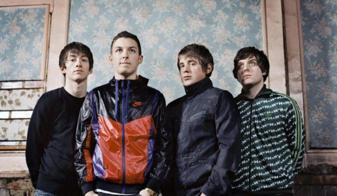 Arctic Monkeys pokazują okładkę