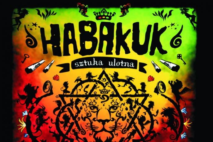 "Habakuk pokazuje okładkę albumu ""Sztuka ulotna"""
