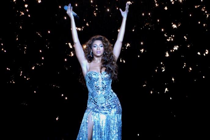 Beyonce śpiewa, The Roots grają