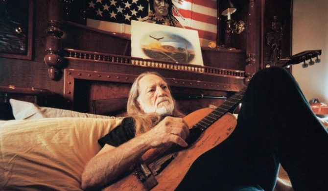 Willie Nelson w repertuarze Coldplay i Pearl Jam