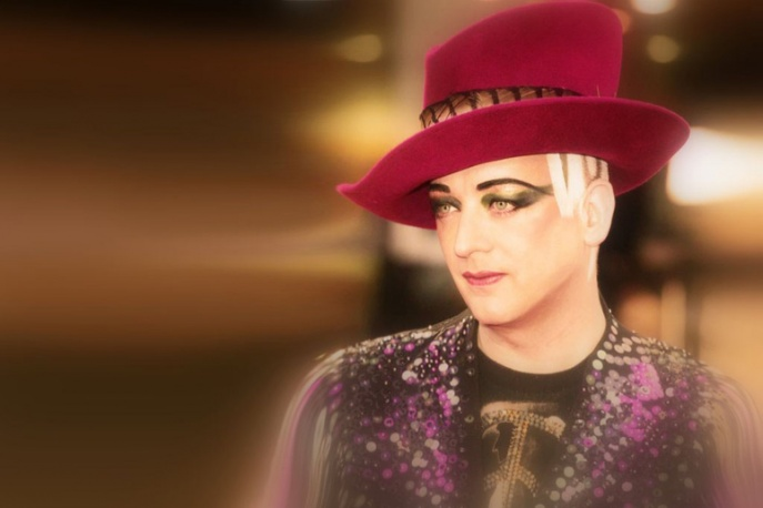 Boy George z kowerami