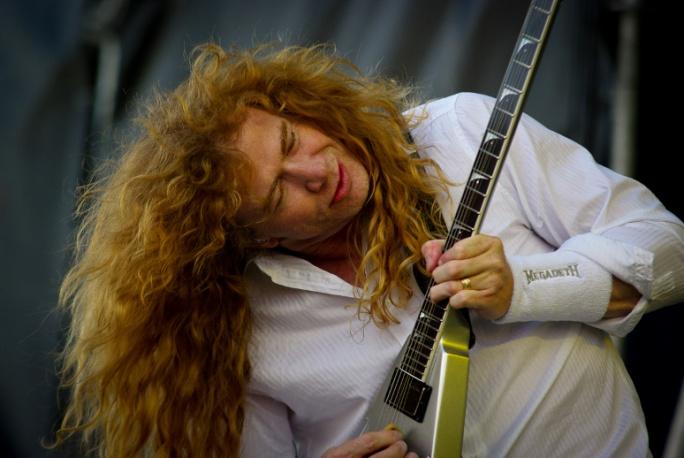 Megadeth obrzucani kamieniami