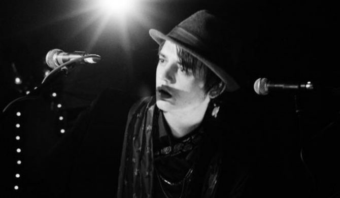 Pete Doherty koweruje Marvina Gaye`a – video