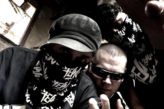 Trzeci Wymiar i Tewu na płycie Slums Attack