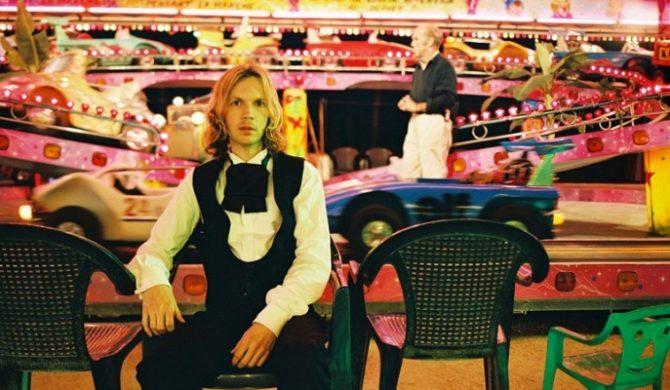 Beck wraz z orkiestrą koweruje Bowiego – video