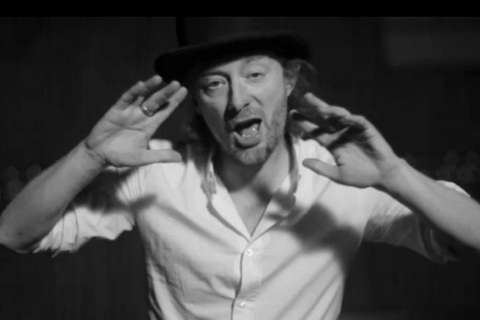 Thom Yorke z sutkiem zamiast oka…