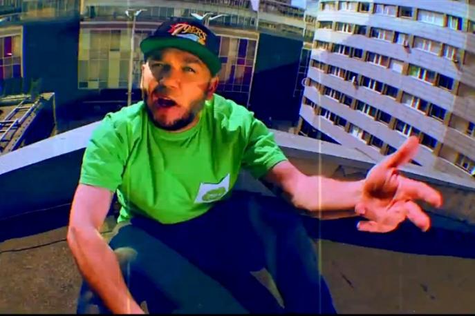"""Vienio feat. Sztywny Pal Azji """"Nie gniewaj się na mnie Polsko"""" (video)"""