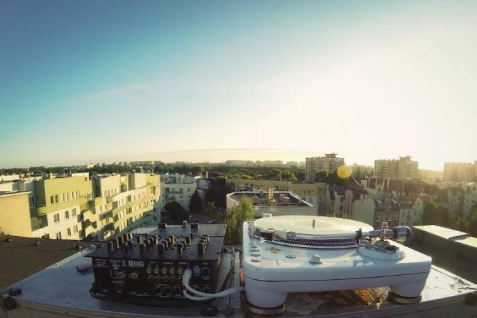 """DJ Soina – """"Słychać Nas Z Dala"""" feat. Rafi, Knightstalker (wideo)"""