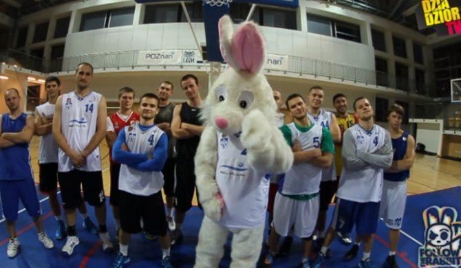 Gural i Rabbit wspierają koszykarzy