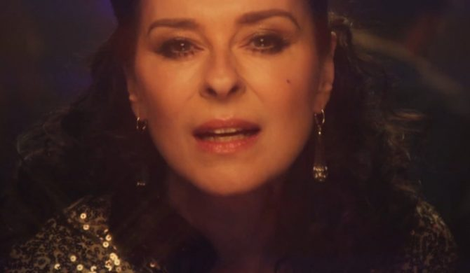 "Lisa Stansfield – ""Carry On"" (wideo)"