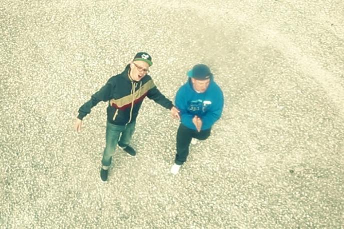 """Bezczel – """"Lukrowany fałsz"""" ft. Grizzlee (wideo)"""