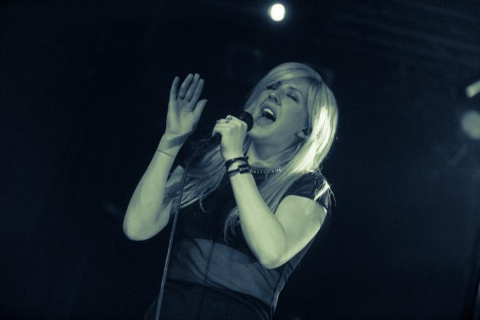 "Ellie Goulding – ""Beating Heart"" (wideo)"