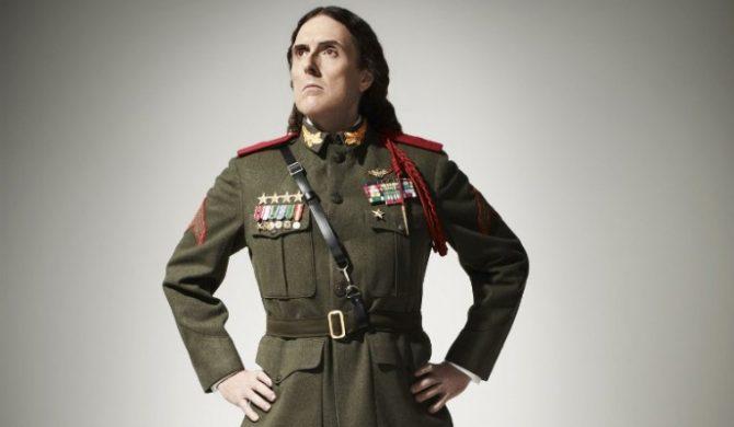 """""""Weird Al"""" Yankovic znów szaleje. Tym razem parodiuje Lorde i Iggy Azaleę (wideo)"""