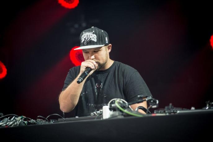 """DJ Eprom & Sensi – """"Zmieniłem zdanie"""" ft. CentrumStrona (audio)"""