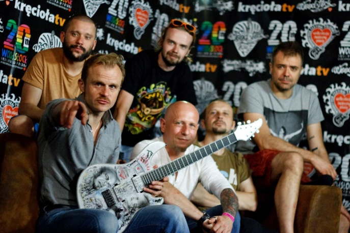 Woodstockowa gitara trafia na licytację