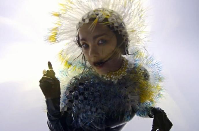 """Björk prezentuje """"Lionsong"""" (wideo)"""