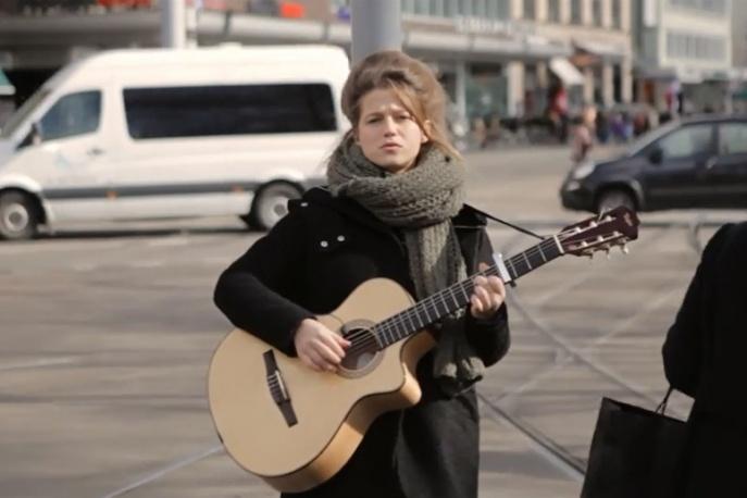 Selah Sue śpiewa na ulicy (wideo)