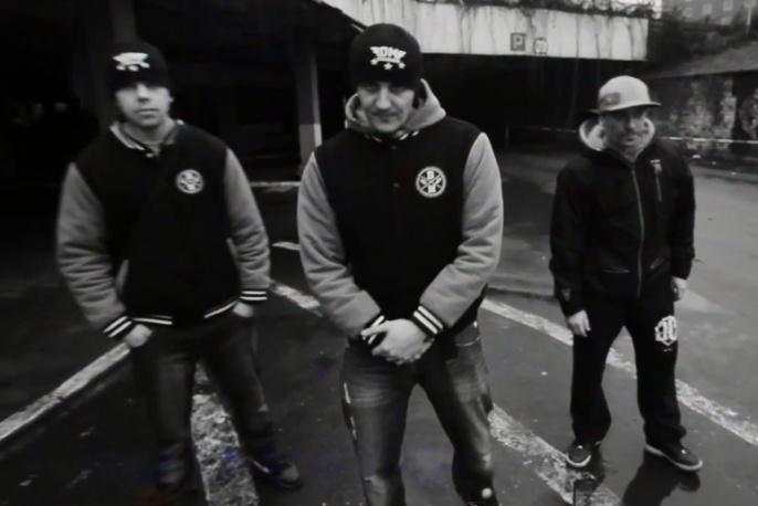 """Bosski Firma – """"Wychowany ulicą"""" ft. Kaczy, Dudek P56 (wideo)"""