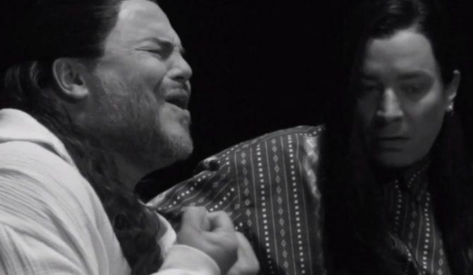 """Jimmy Fallon i Jack Black grają """"More Than Words"""""""