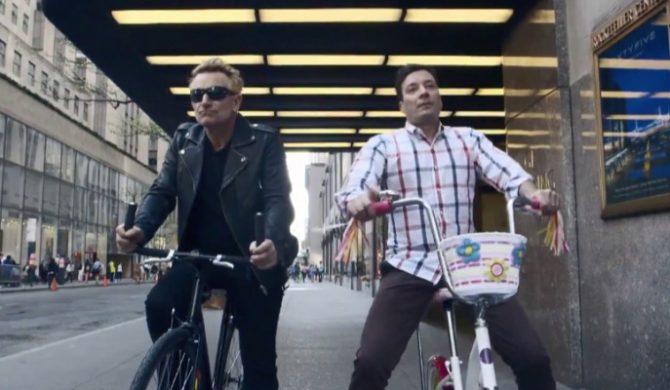 Bono wraca na rower po listopadowym wypadku. Zobaczcie, co dzieje się dalej…