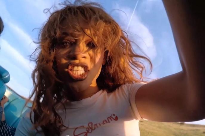 Nagość, przemoc i wulgarny język – Rihanna prezentuje nowy klip