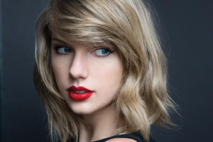 Charli XCX na scenie z Taylor Swift