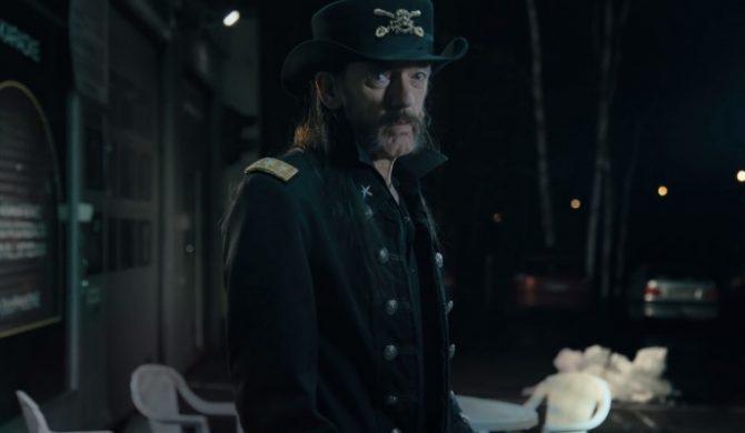 Niedługo przed śmiercią Lemmy Kilmister zagrał w reklamie… mleka (wideo)
