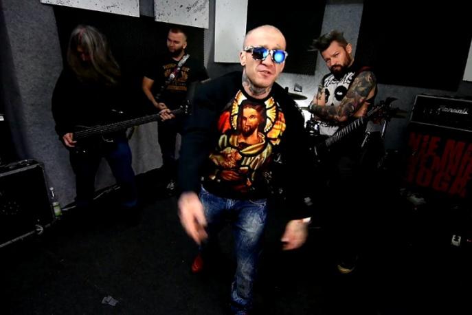 """""""Gwiazda rocka"""" – muzycy Frontside w nowym klipie Soboty"""