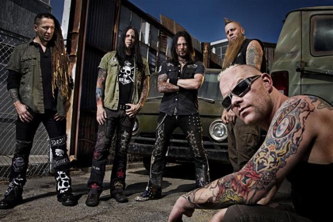 Płyta Five Finger Death Punch z podpisami i trzydniowy karnet od organizatorów Jarocina