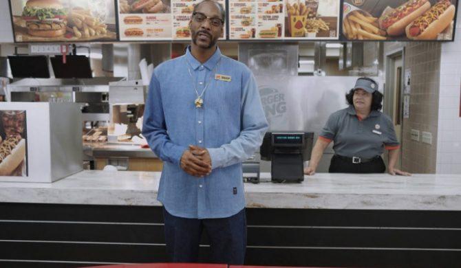 Snoop Dogg zachwala hot-dogi w nowej reklamie Burger Kinga