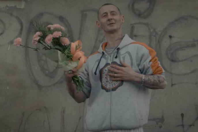 """""""Kocham cię, robaczku"""" – nowy klip Gangu Albanii"""