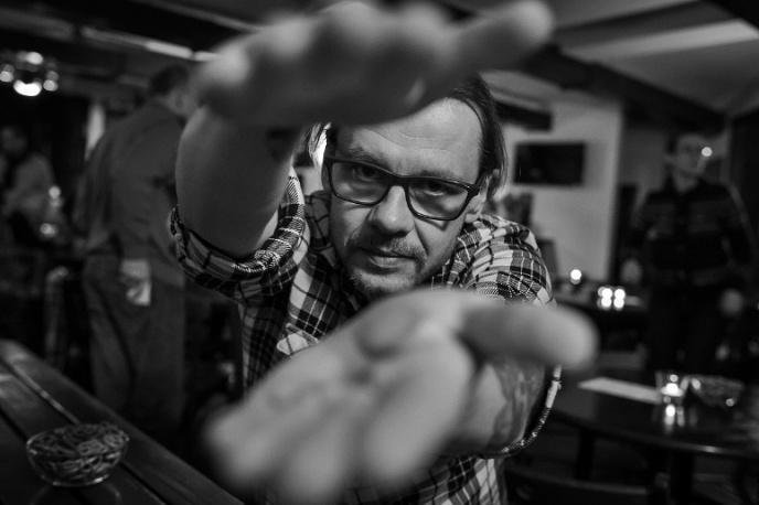 Artur Rawicz: Im więcej słucham radia, tym bardziej chce mi się rzygać (felieton)