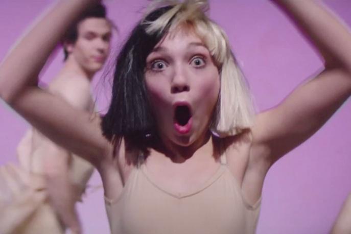 Meddie Ziegler ponownie tańczy dla Sii. Nowy klip Australijki