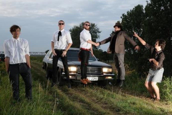 "Polska alternatywa: California Stories Uncovered – ""Footsteps"" [video]"
