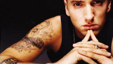 Eminem znów drwi