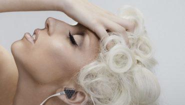 Lady Gaga chce z finalistami X Factor